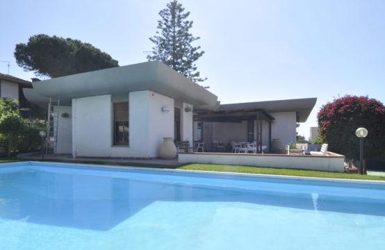 Margine Rosso, Villa Con Piscina