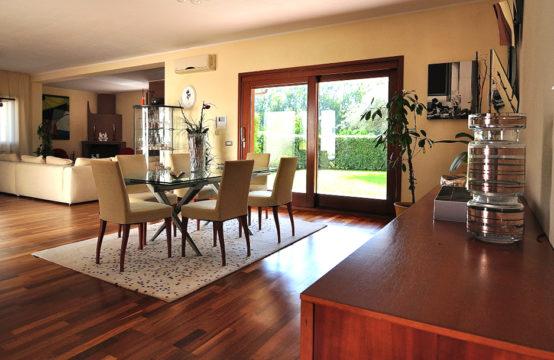 Oristano, Refined Villa with Citrus Grove