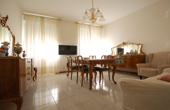 Via Farina, Wide Three-Room Apartment